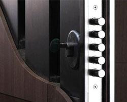 Безопасность жилья начинается с дверей